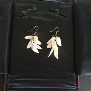 Vtg mother of pearl dangle earrings